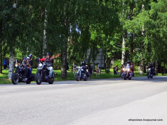 38 парад 13.07.2013 Harley Davidson в Varkaus на углу улицы Savontie 9