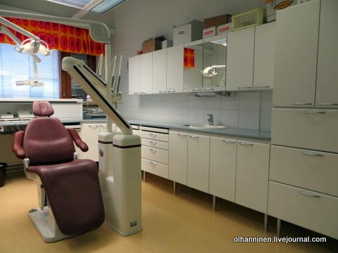 стоматологическое кресло в кабинете
