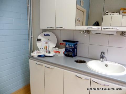 электрические зубные щетки в кабинете