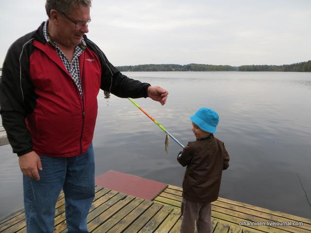 01 вот какую рыбу внук поймал