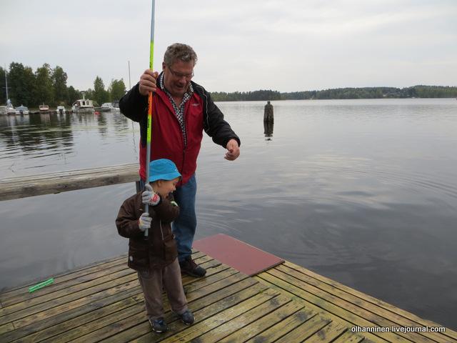 13 внук поймал не только рыбу, но и деда на крючок