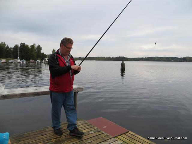15 муж тоже рыбачит, когда время позволяет, и всех учит