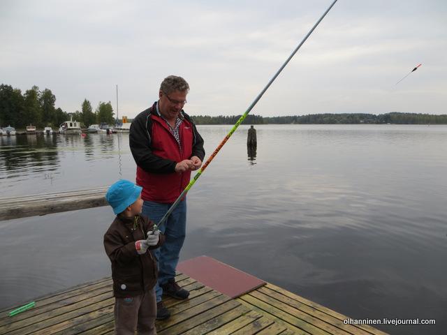 21 снимать рыбу с крючка внук доверяет только деду
