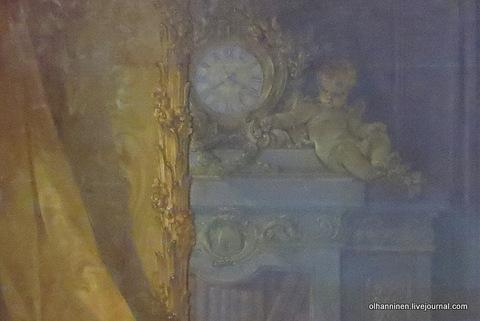 02 часы, книжный шкаф в зеркале и рама зеркала