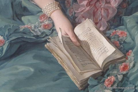 10 раскрытая читаная книга на платье