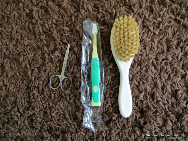 21 ножницы, зубная щетка и щетка-расческа