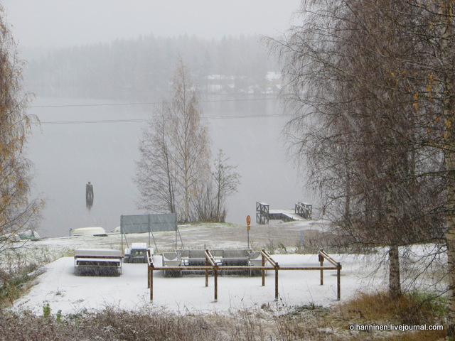 01 снег перед окном
