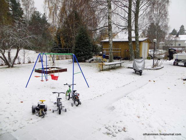 06 качели в снегу