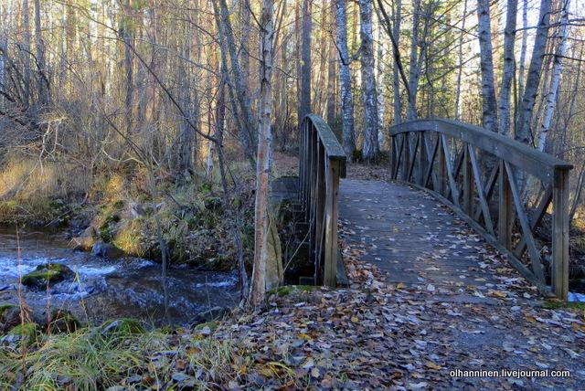 13 маленький деревянный мостик