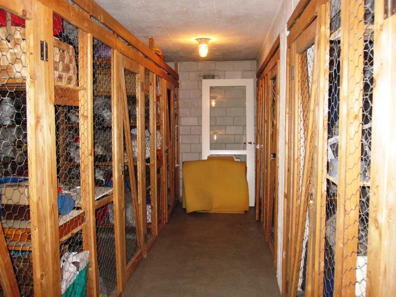 И не одно подсобное помещение, а два, то есть две кладовки