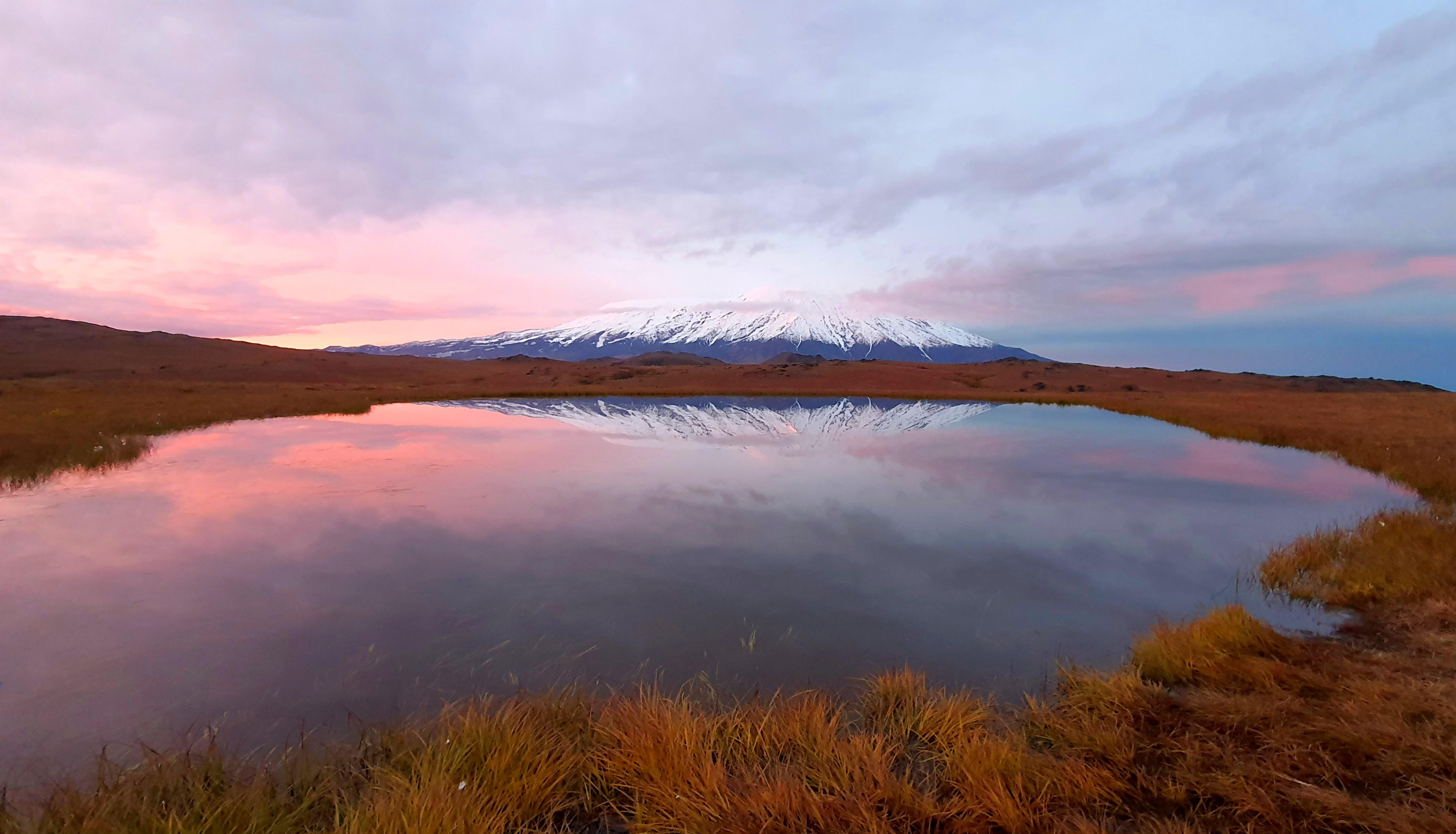 Озеро у вулкана Толбачек