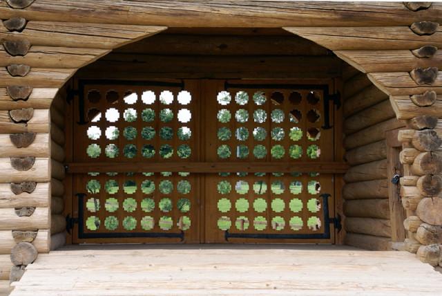 Святые врата надвратной башни Николо-Карельского монастыря