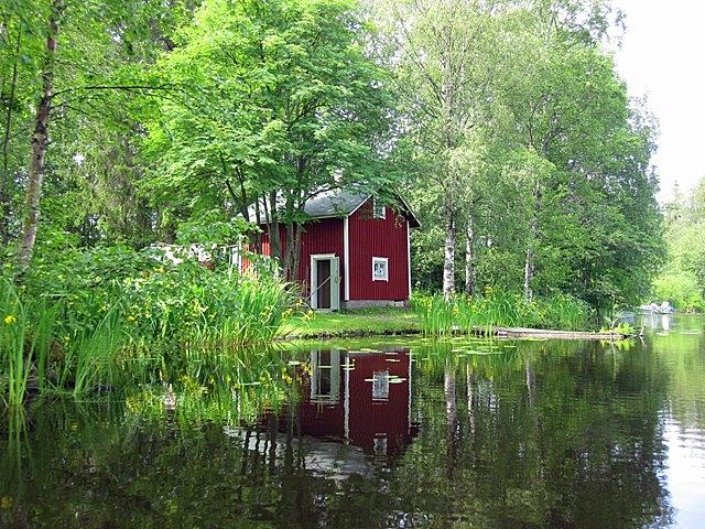Путешествуя по озеру Уннукка на моторной лодке