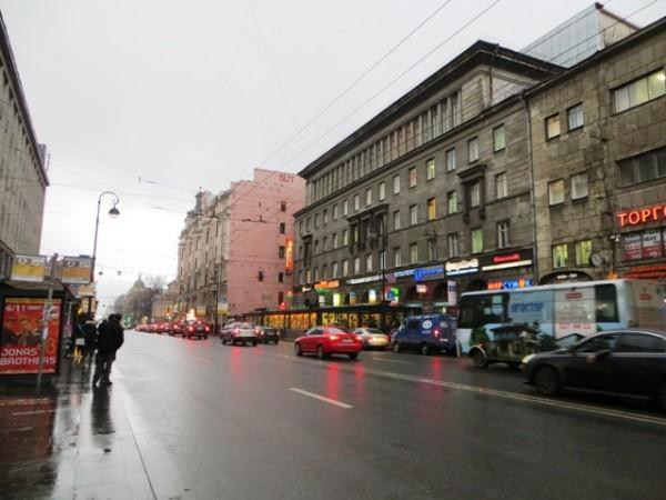 реклама на асфальте и на автобусах