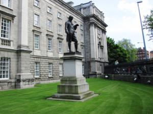 многочисленные памятники великим ирландцам