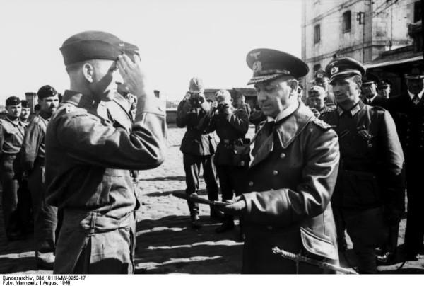 U-99-GrossAdmiralRaederdcoreleKptltKretschmer-Aout1940 (1)