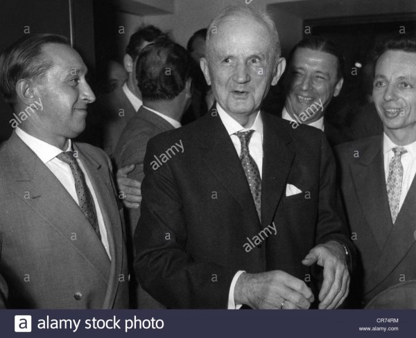 doenitz-karl-1691891-24-121980-german-admiral-at-the-meeting-of-the-CR74RM