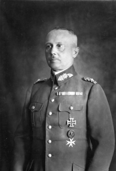 Bundesarchiv_Bild_183-R16862,_Werner_von_Fritsch