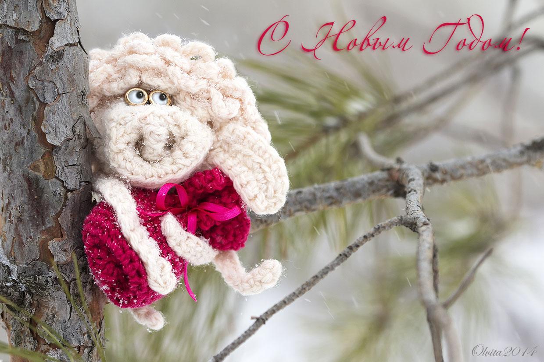 Crochet sheep on a pine tree