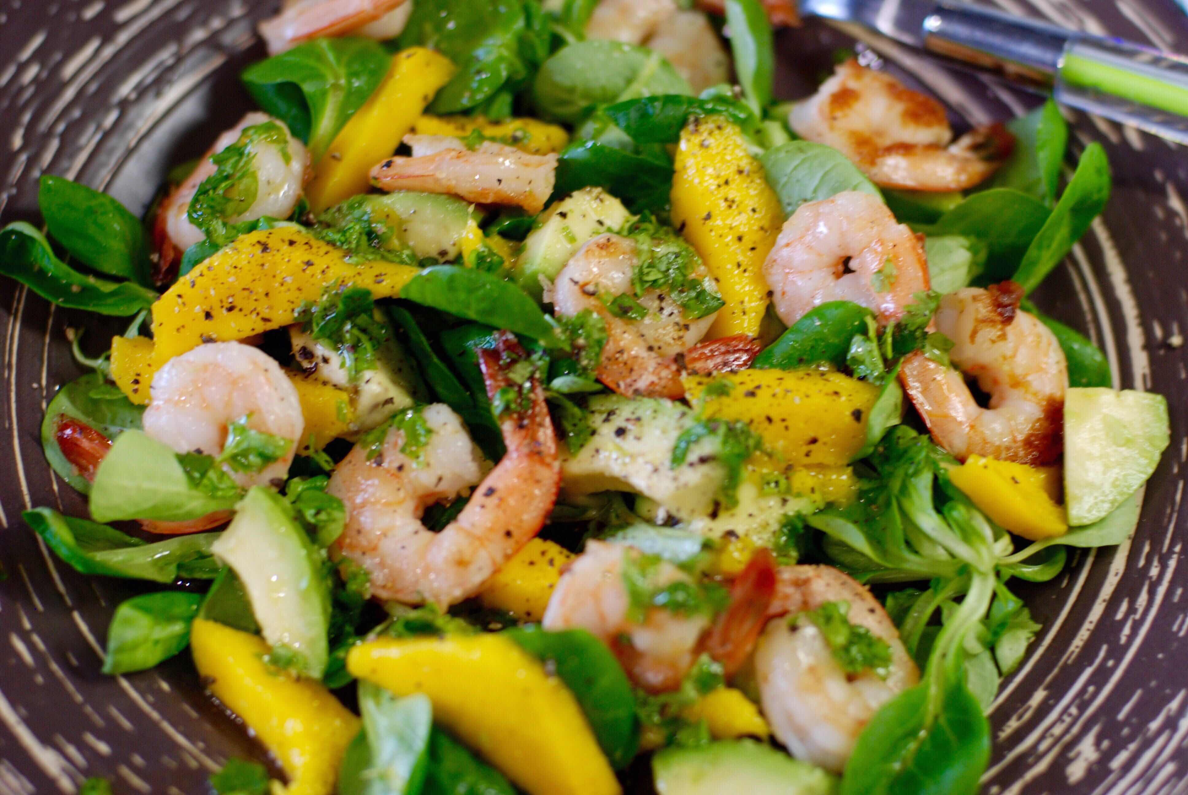 Салат из авокадо и креветок и помидор рецепты с