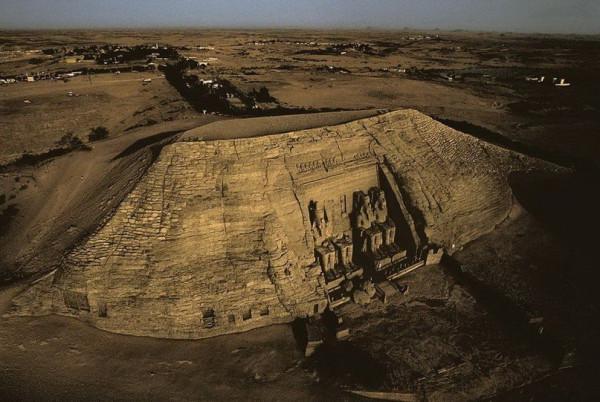 Храм Рамзеса II в скале Абу-Симбел. Египет.