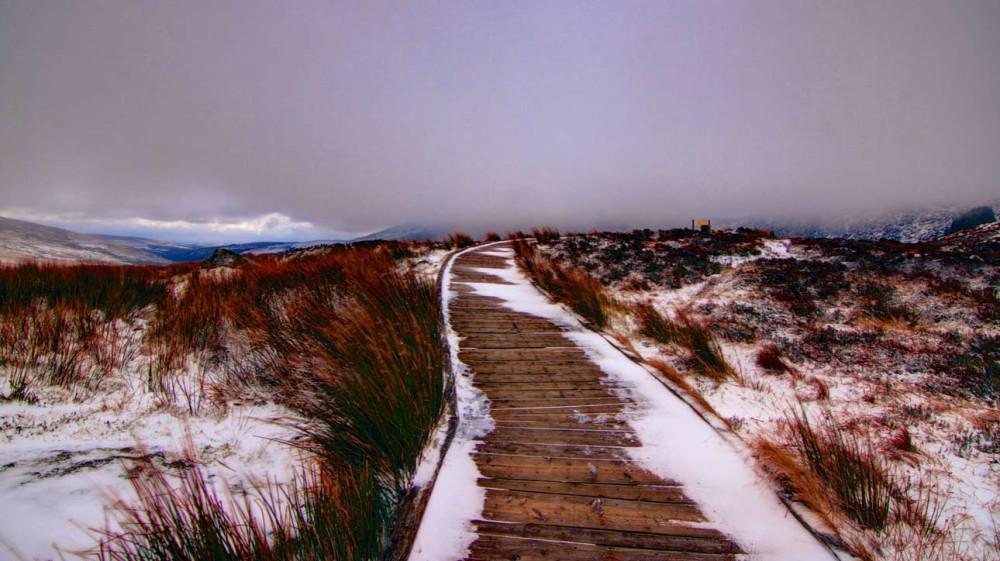 Снег в Ирландии чаще всего можно увидеть в горах.