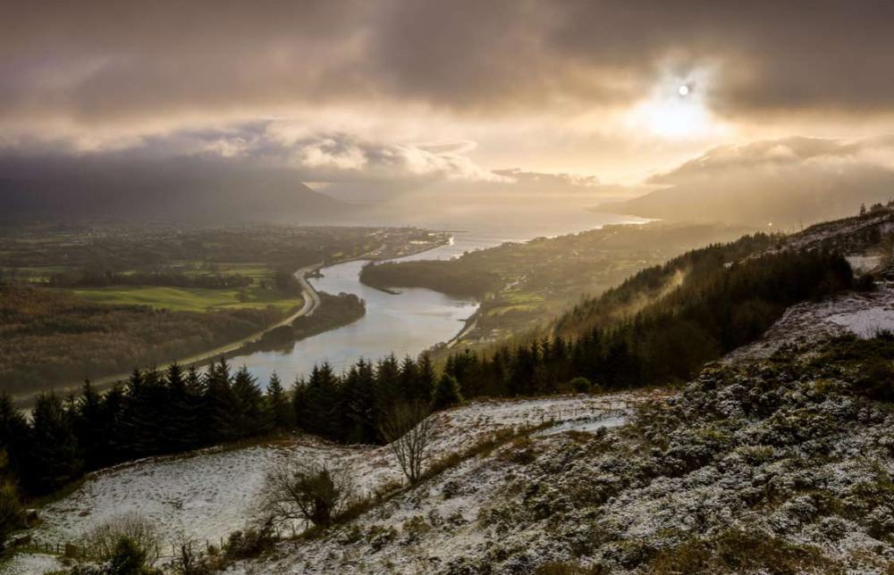 Снег и солнце в Северной Ирландии.