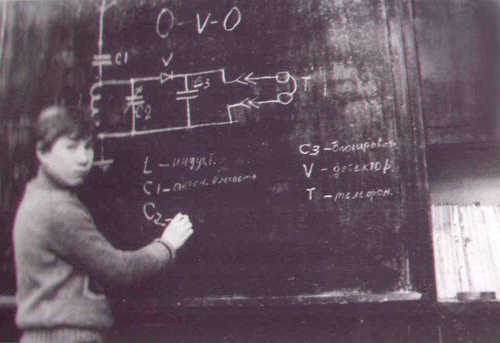 Дима Ивенков у схемы детекторныйприемник