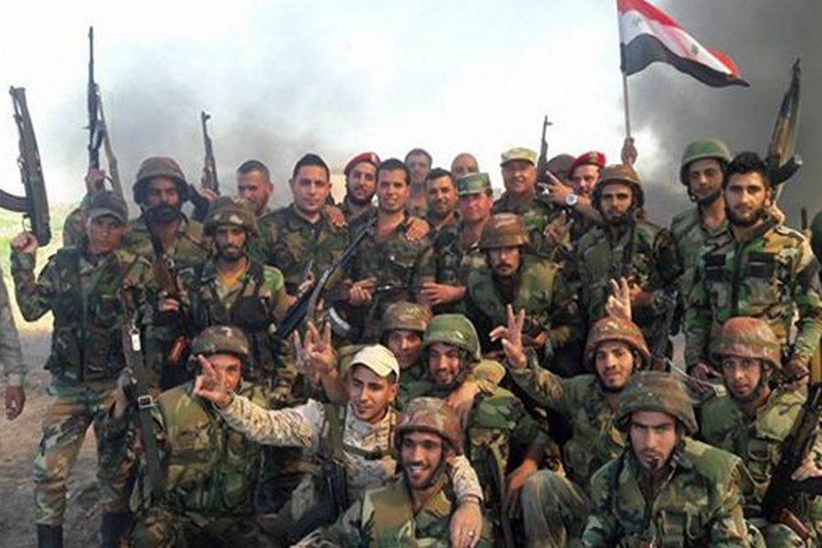 Солдаты САА празднуют победу