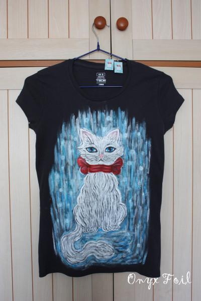 футболка и серьги Кошка