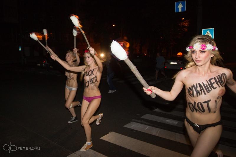 Смотреть онлайн стриптис девушек голих 13 фотография