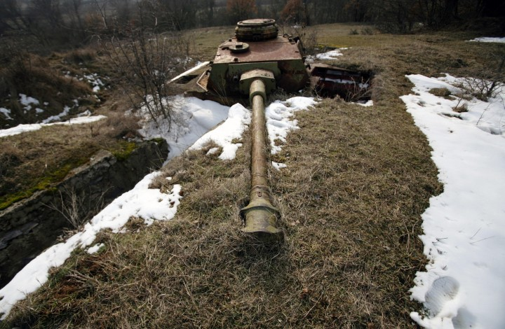 Картинки по запросу танковые учения свалившийся танк