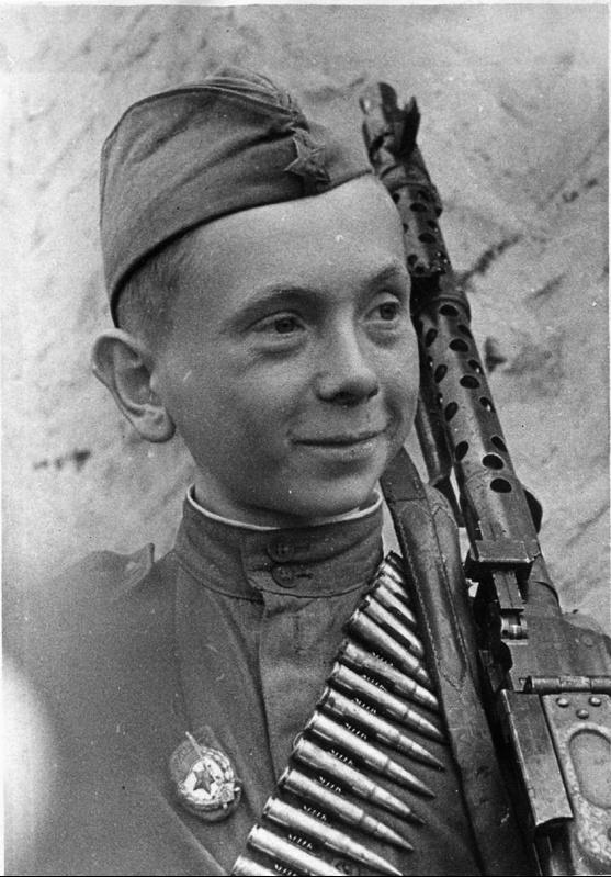 Гвардии ефрейтор Н.Н. Леонтьев,
