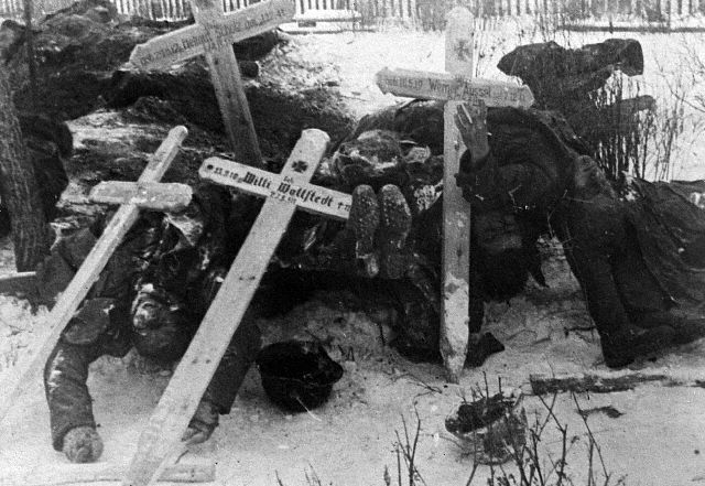 Frozen dead Germans stacked up without burial in speedy retreat, USSR, 1942
