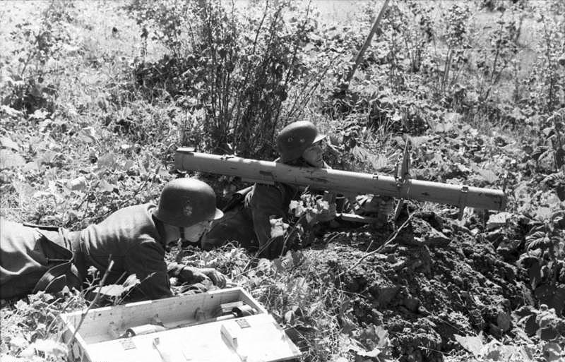 Bundesarchiv_Bild_101I-734-0019-15,_Russland-Nord,_Soldaten_mit_Raketen-Panzer-Büchse
