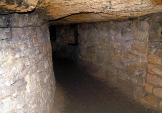 katakomby-pod-odessoj-2-550x383