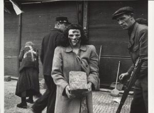 Расправа чехов над немцами в 1945-м. Нет ничего страшнее развязавшегося холопа 04__Svatopluk_Sova,_German_Women_Paving_the_Streets_of_Prague,_1945