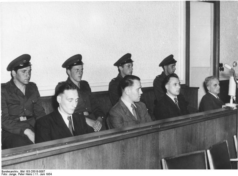 Bundesarchiv_Bild_183-25018-0007,_Prozess_gegen_Aufständische_vom_17._Juni_1953