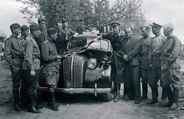 Автомобильные трофеи Красной Армии.