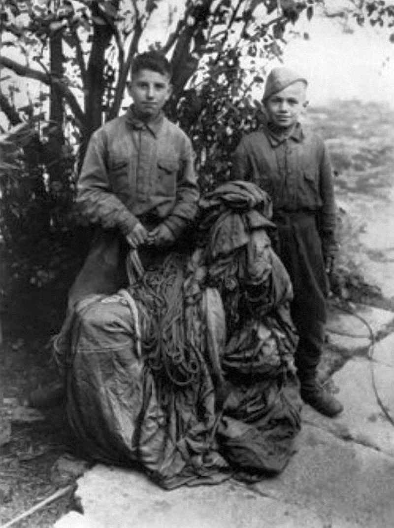 Русские дети-диверсанты Миша Кругликов и Петя Маренков_ 1943 год