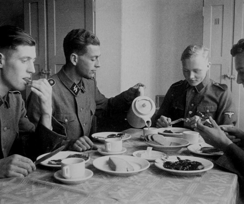 german_soldier___tea_at_berlin_by_cainisnotmyenemy-d5thjjh