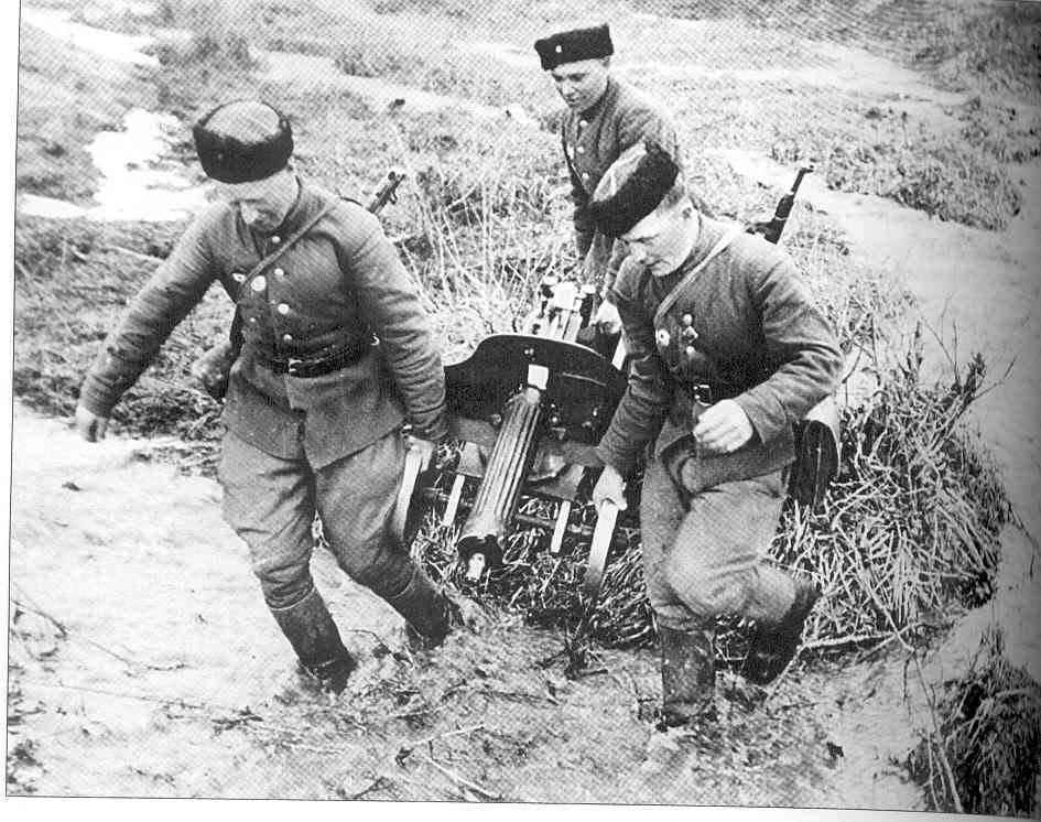 Завалили трупами русские пулеметы.