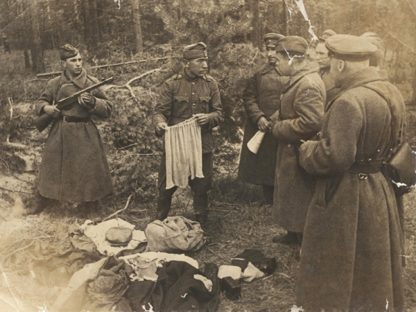 Завалили трупами русские пулеметы. 3593-1301257036