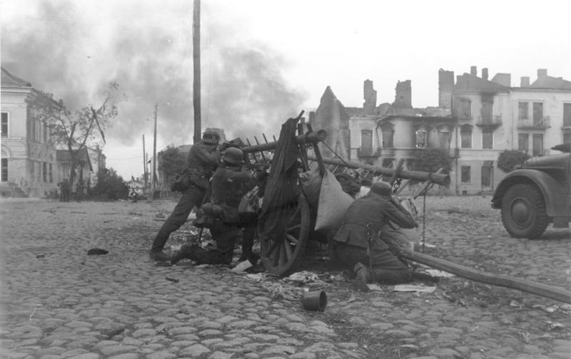 Bundesarchiv_Bild_101I-012-0037-23A,_Polen,_Straßenkampf,_Infanterie
