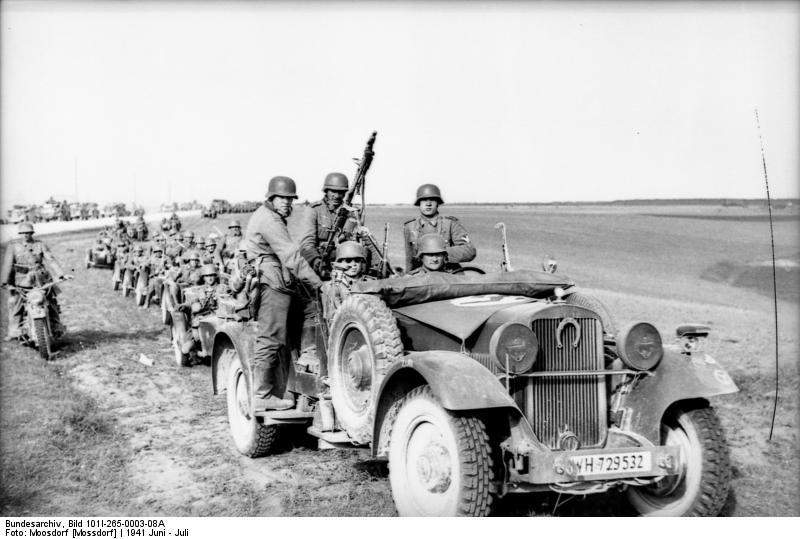 Bundesarchiv_Bild_101I-265-0003-08A,_Russland,_motorisierte_Truppen