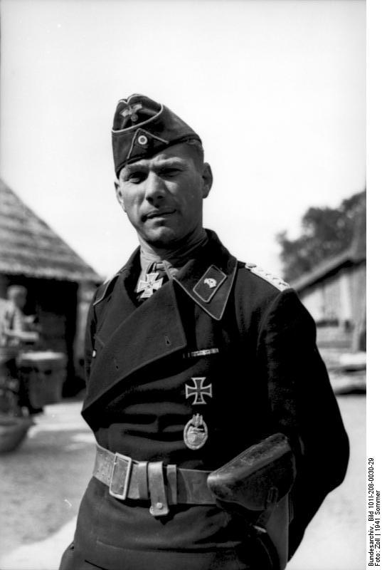 Bundesarchiv_Bild_101I-208-0030-29,_Russland-Nord,_Offizier_der_Panzertruppe