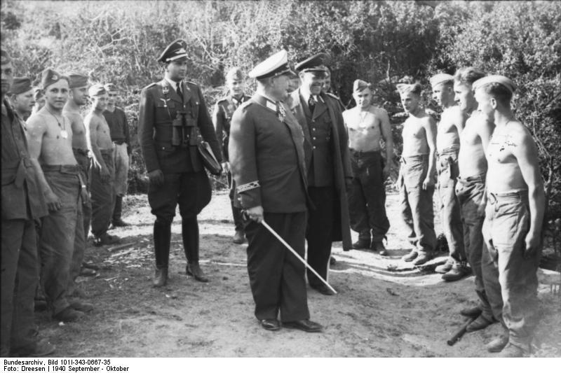 Bundesarchiv_Bild_101I-343-0667-35,_Truppeninspektion_durch_Göring_und_Kesselring