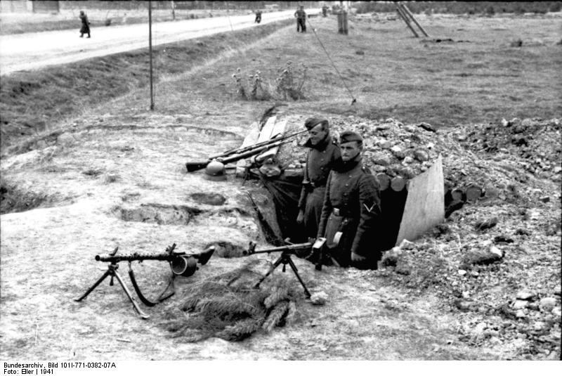 Bundesarchiv_Bild_101I-771-0382-07A,_Russland,_MG-Stellung