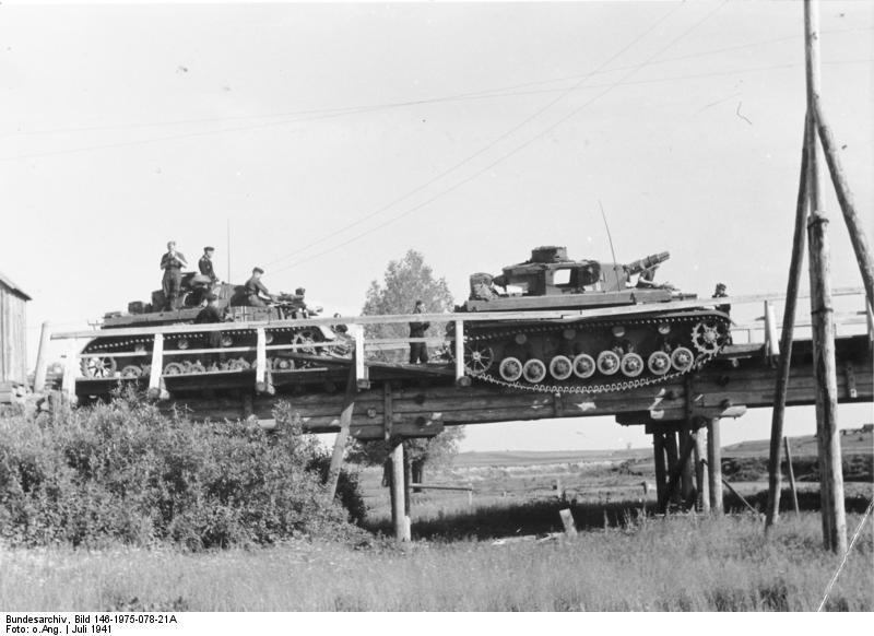 Bundesarchiv_Bild_146-1975-078-21A,_Russland,_bei_Lepel,_Panzer_IV