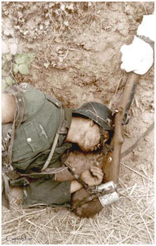Dead_German_soldier_france_1944_3